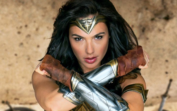 wonder woman looks like a fashion model that got lost.jpg