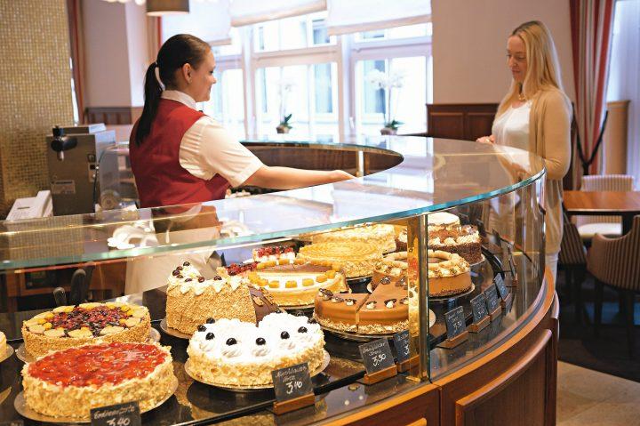 cake bar.jpg