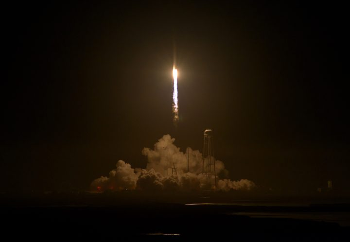 Antares Rocket Launch (NHQ201610170114).jpg