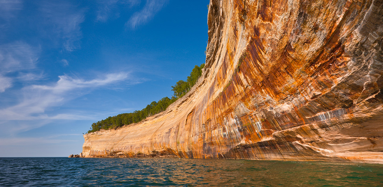 painted-coves-pictured-rocks-cruises-01