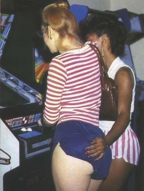 arcade butt grope.jpg