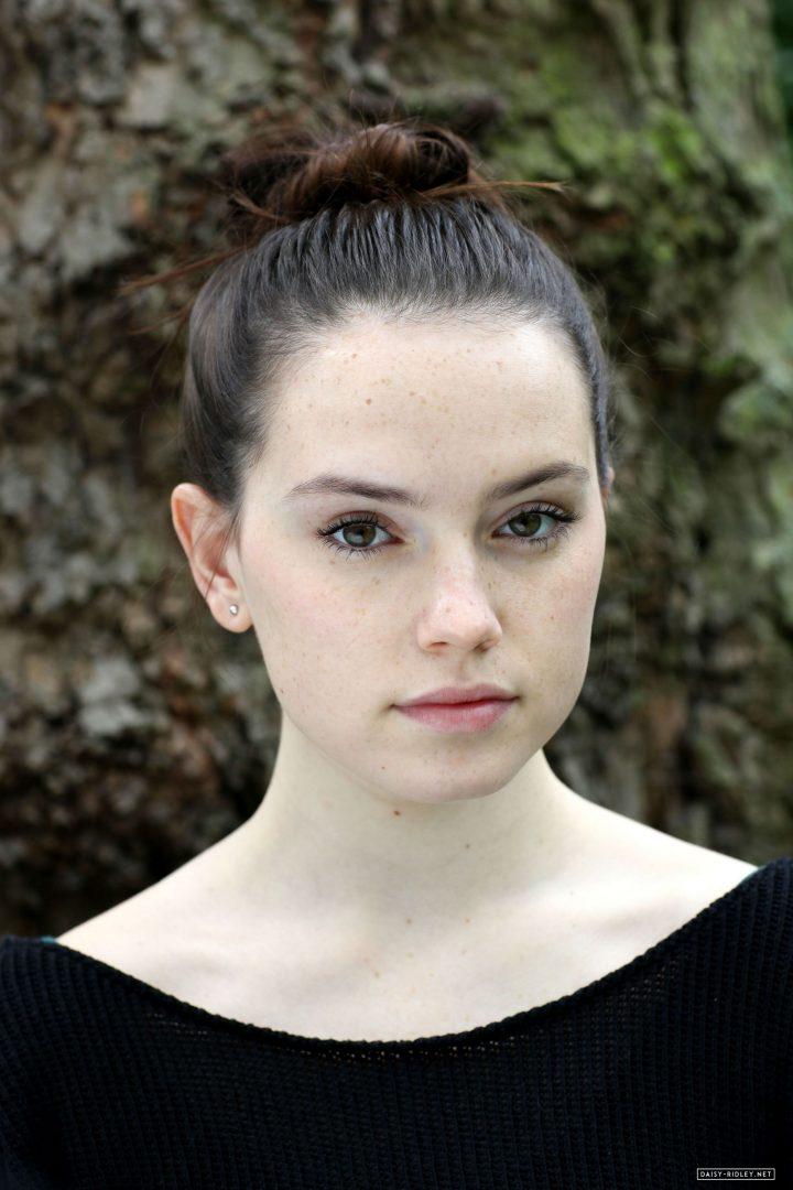 Daisy Ridley looking cute.jpg