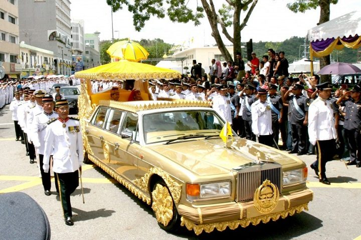 the-sultan-of-bruneis-custom-rolls-royce-silver-spur-limo-14-million