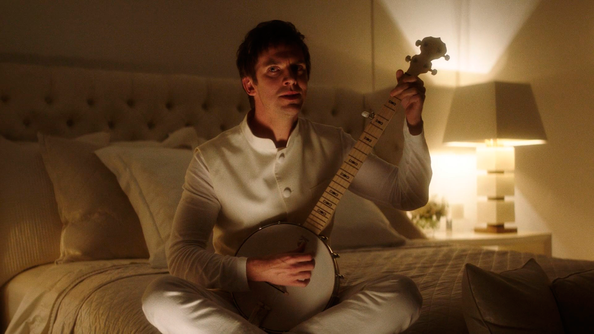 dan stevens plays the banjo (2).png