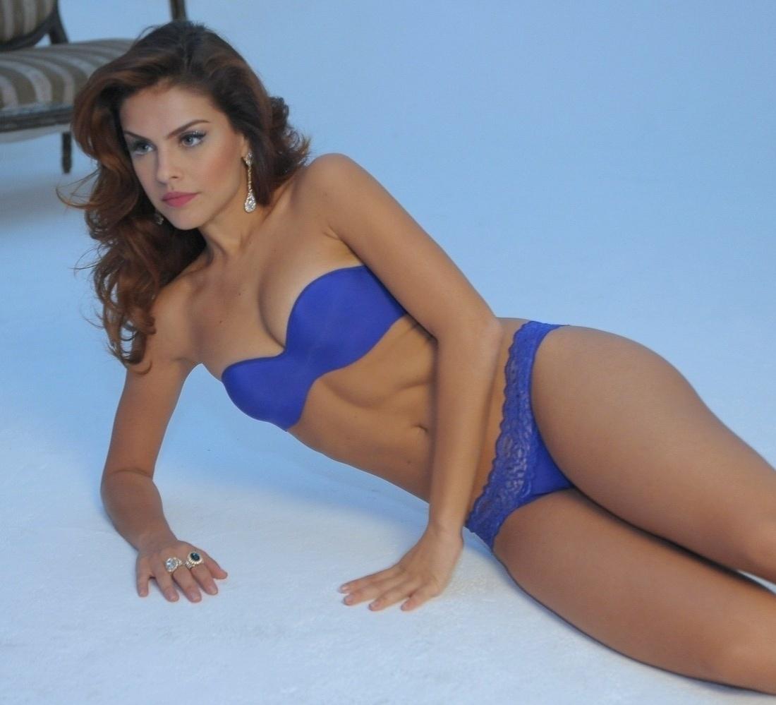Paloma Bernardi in blue bikini.jpg