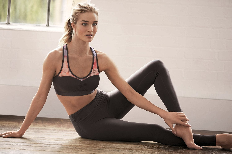 Rosie HuntingtonWhiteley in yoga pants