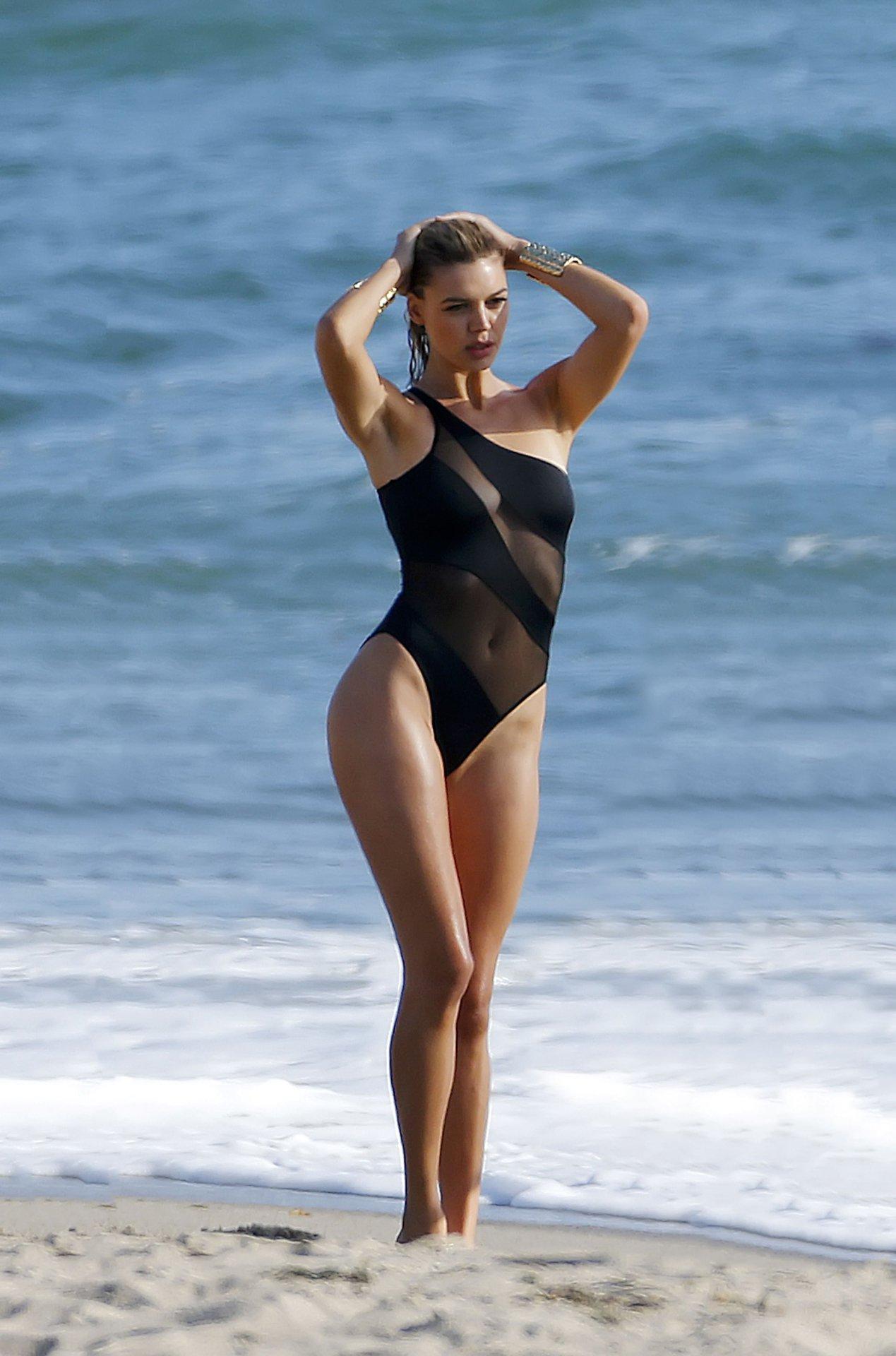 Kelly Rohrbach See Through nude (41 photo)