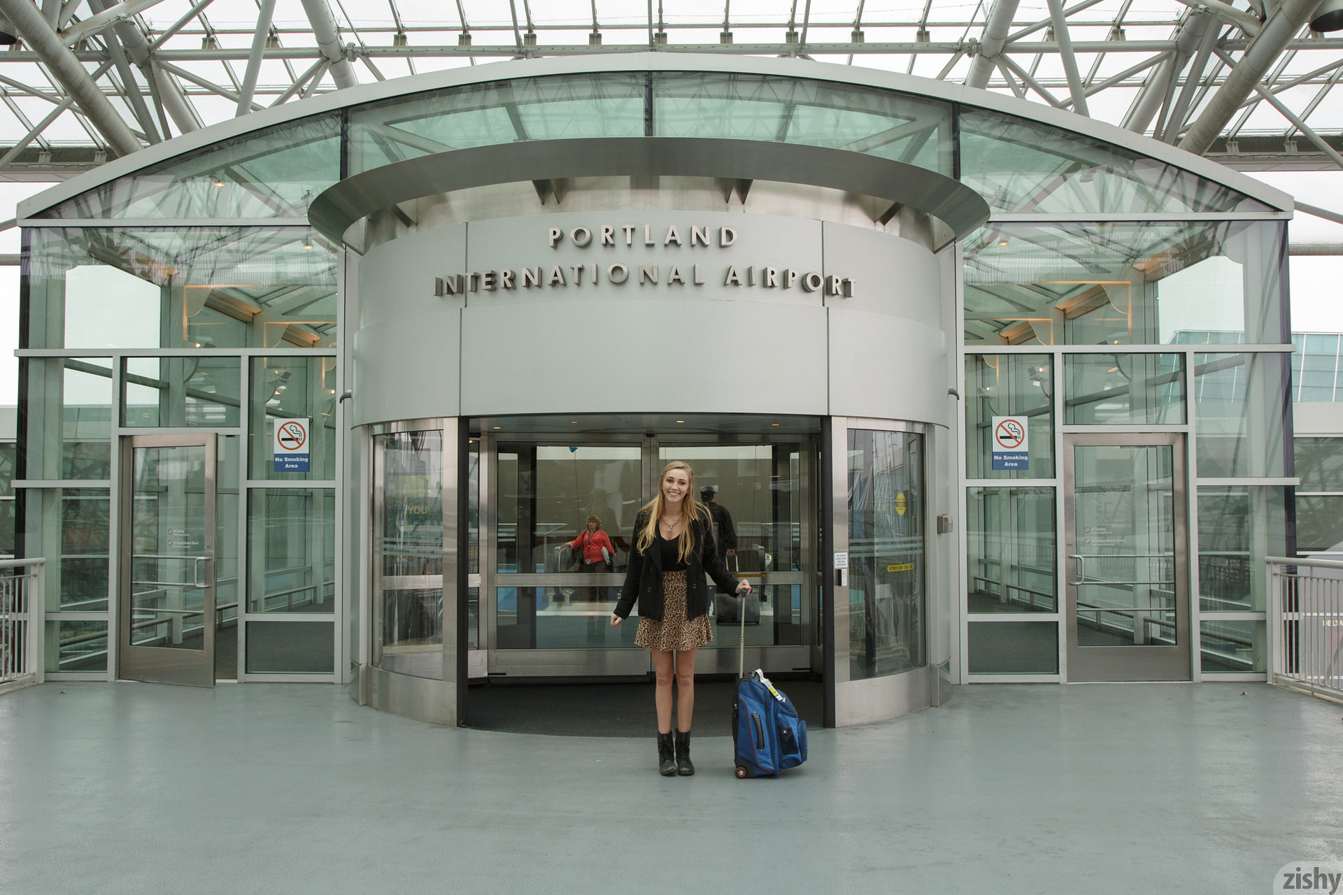 Kendra Sunderland arriving at the airport