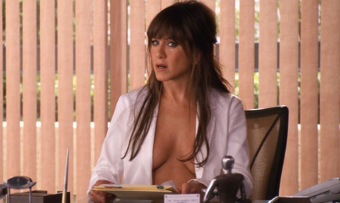 Jennifer Aniston showing off her great tits