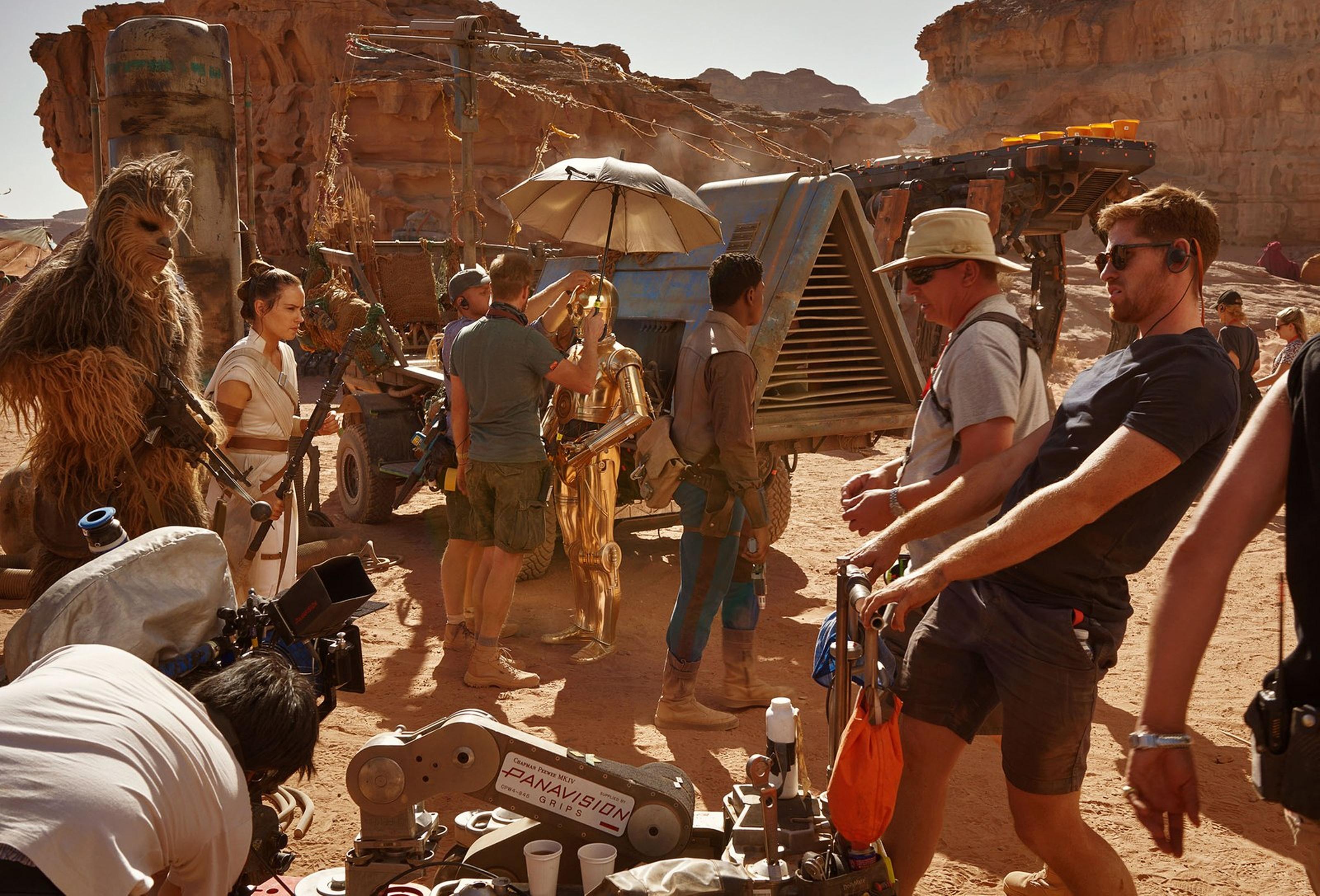 star-wars-the-rise-of-skywalker-vanity-fair-rebels-on-the-planet-pasaana-exclusive-hi-resolution-image-by-annie-leibovitz.jpg