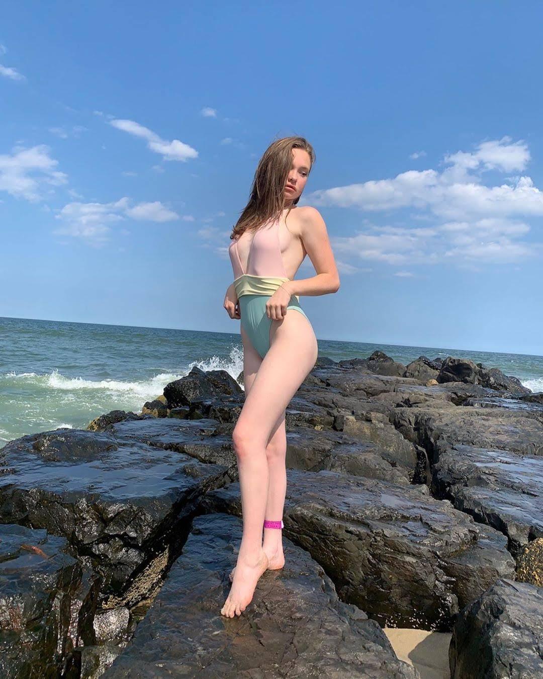 Zoe-Colletti-Instagram-July-2019-003.jpg