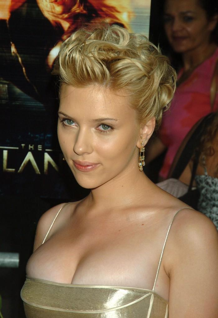 Scarlett Johansson 050 700x1022 Scarlett Johansson is Solid Gold