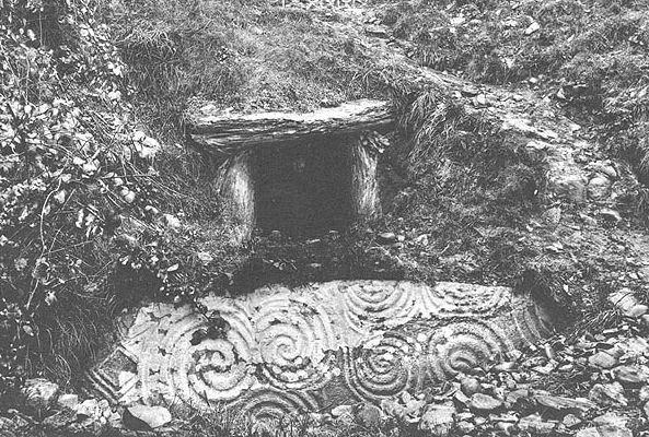 Old-Newgrange.jpg (97 KB)