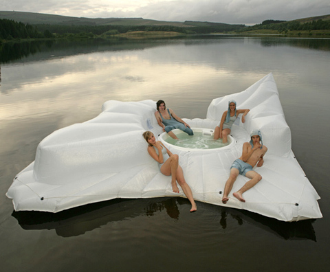 Floating jacuzzi