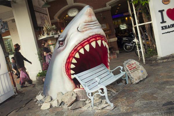 shark-bench-2.jpg (93 KB)