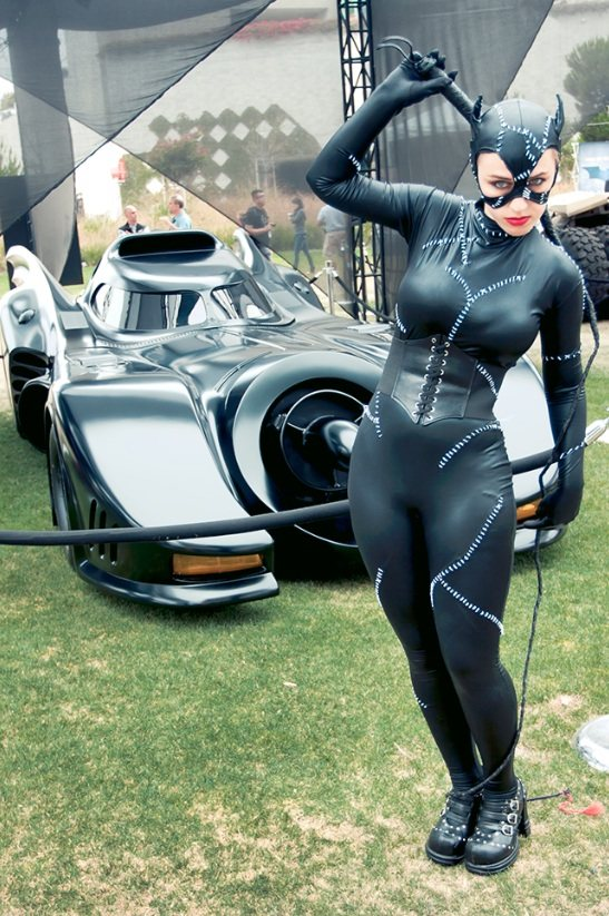 hayley-catwoman-batmobile.jpg (121 KB)