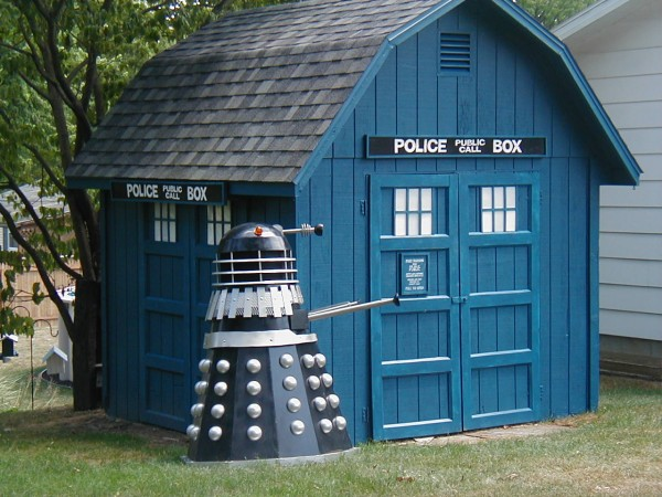Dr-who-shed.jpg (89 KB)