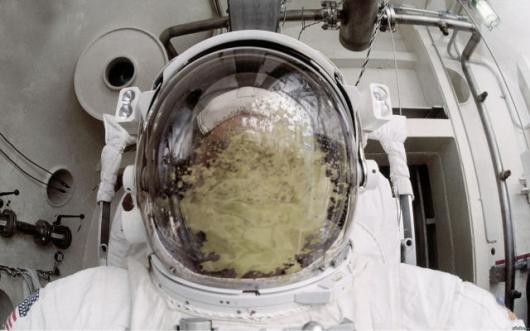 astronaut_puke.jpg (128 KB)