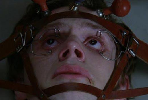 american-horror-story-premiere-evan-peters-kit.jpg (16 KB)