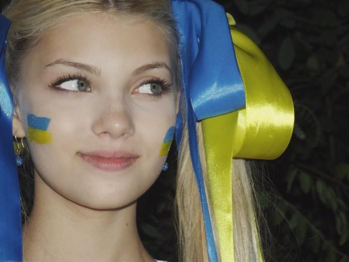 ukraine_egg.jpg (168 KB)