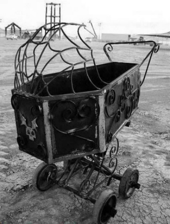 Pram-of-Death-4.jpg (104 KB)