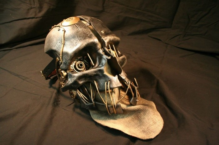 corvo-mask.jpg (137 KB)