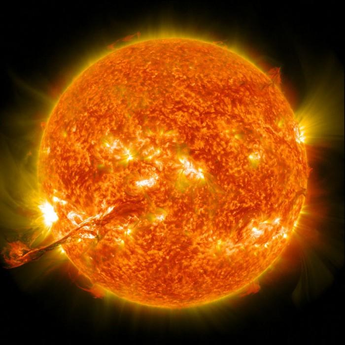 eruption-on-the-sun.jpg (144 KB)