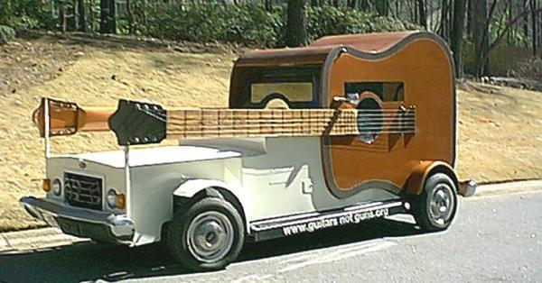 14383 532703556759377 247057793 n Guicar Weird guitar car