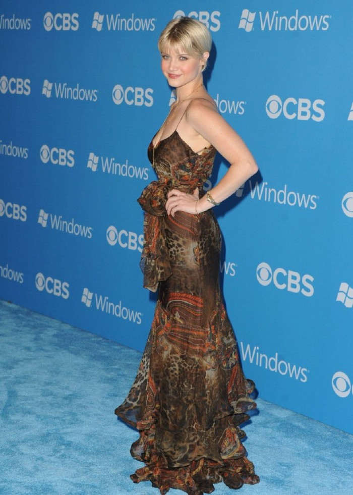 Sarah-Jones-CBS-2012-Fall-Premiere-Party-in-West-Hollywood-8.jpg (141 KB)