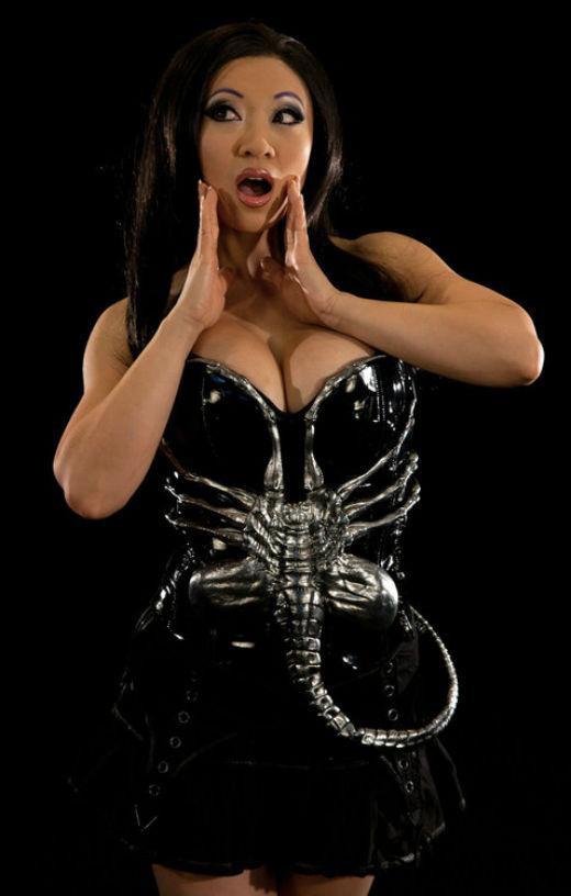 hugger-corset.jpg (47 KB)
