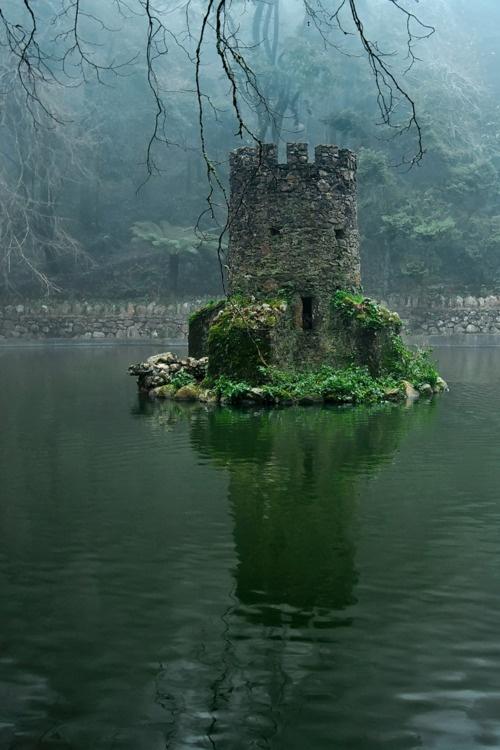creepy-lake-keep.jpg (129 KB)