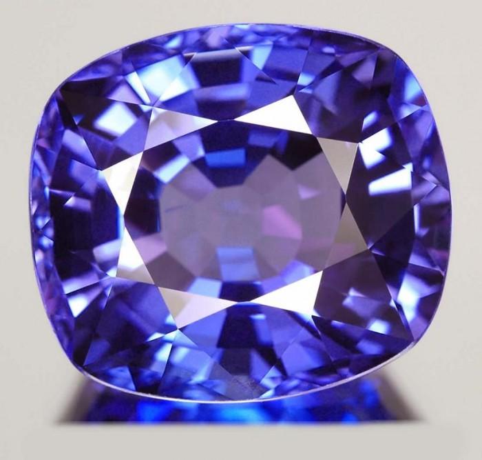 Tanzanite-002.jpg (64 KB)