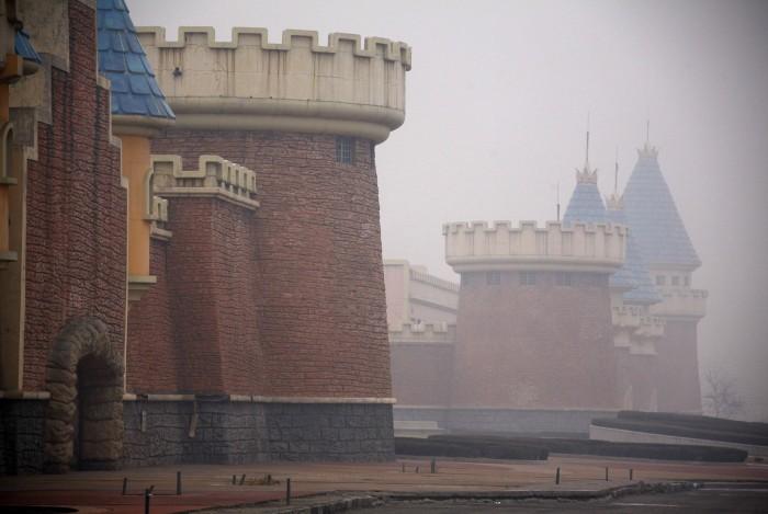 image 700x469 Abandoned Chinese amusement park wtf interesting China