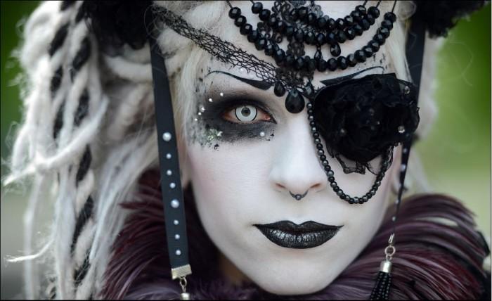 Goth.JPG (96 KB)