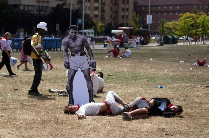 ali-cutout-placed-beside-passed-out-people-in-park.jpg (170 KB)