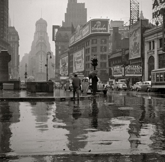 TIMES SQUARE 1943 Photograph by John Vachon 700x690 Times Square 1943 New York History city