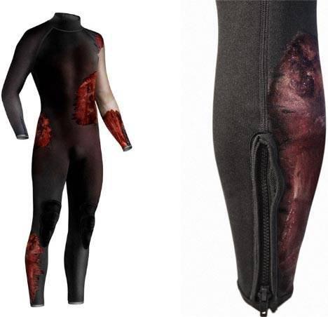 fake-shark-attack-wetsuit-diddo.jpg (28 KB)