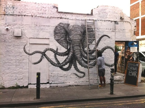 Cthulhephant-near-Brick-Lane-in-London.jpg (81 KB)