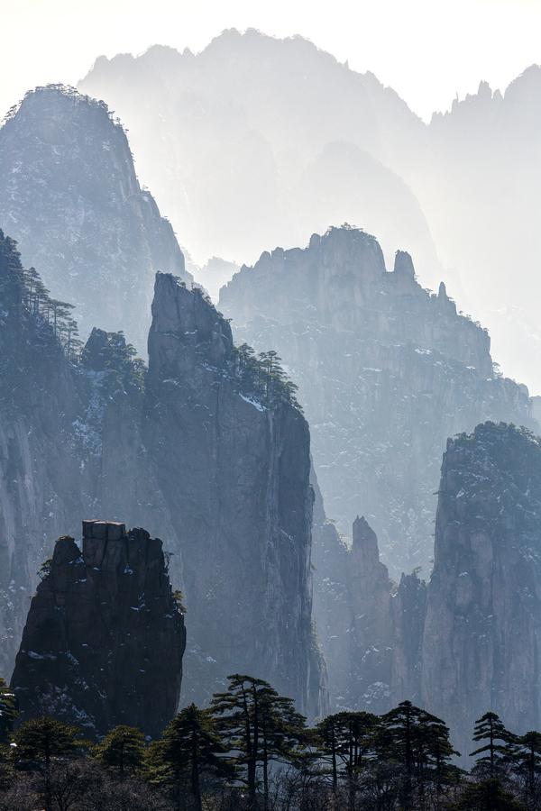 cliffscape.jpg (362 KB)
