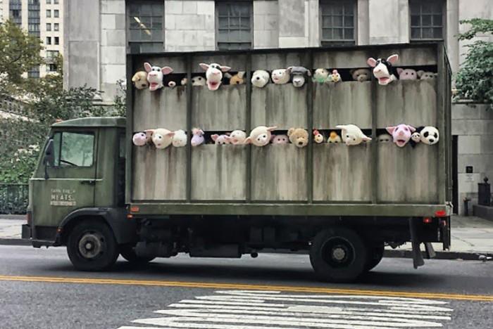 banksy-sirens-of-the-lambs-01.jpg (153 KB)