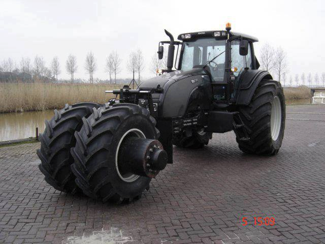 tractor-931295_559908430722179_2036152591_n.png (422 KB)