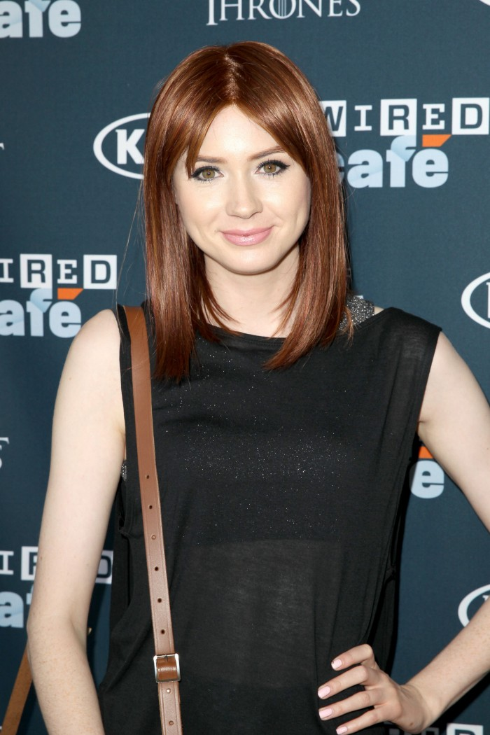 karen-gillan-red-wig-comic-con-main.jpg (418 KB)