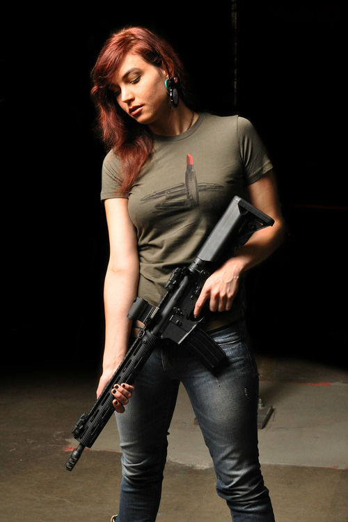 gungirl1.jpg (49 KB)