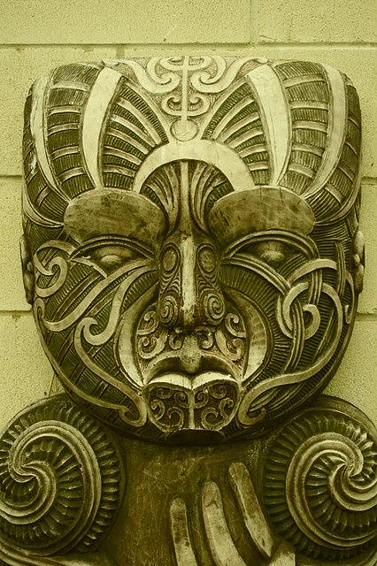 Maori-Stone.jpg (104 KB)