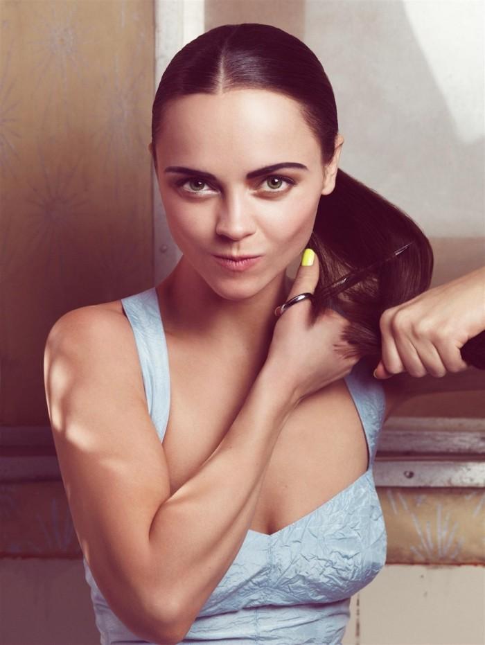 actress-scissors-christina-ricci-hd-wallpaper-542742.jpg (617 KB)