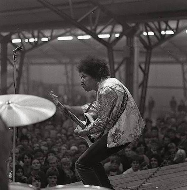 jimi hendrix99966 Jimi Hendrix wtf vintage Rock n Roll Photography jimi hendrix Jim Marshall interesting awesome