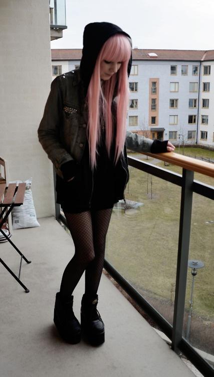 6412442c028d173aaf1dfa317eaf801c Pink hair pink hair goth cute