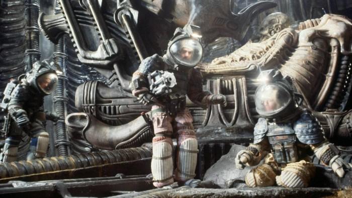 wallpapersus-astronauts-space-suit-science-fiction-alien.jpg (322 KB)