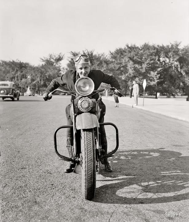 girl_and_motorcycle_006_01232014.jpg (273 KB)