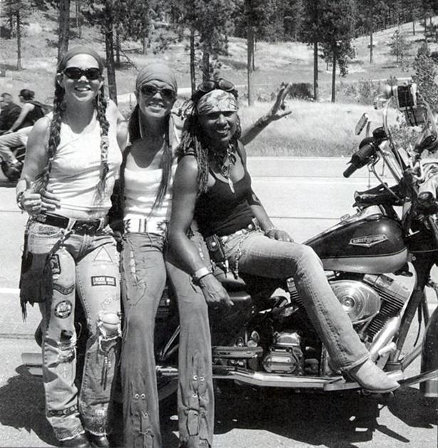 girl_and_motorcycle_02212014_01.jpg (327 KB)